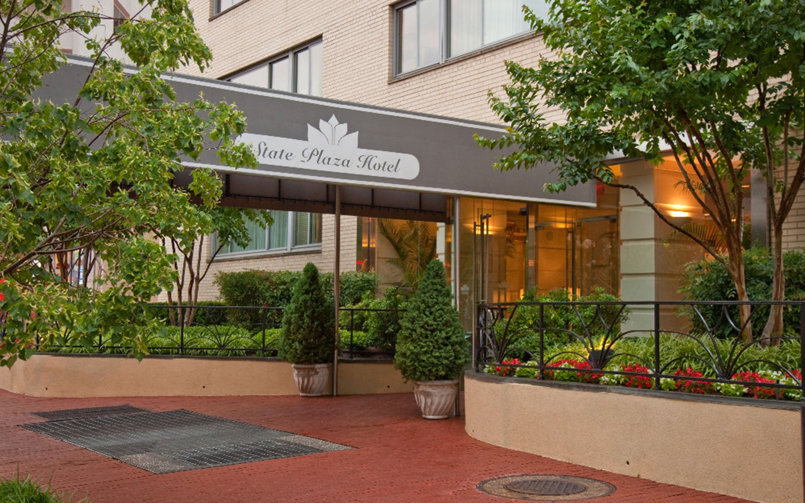 washington d c hotel in foggy bottom state plaza hotel. Black Bedroom Furniture Sets. Home Design Ideas