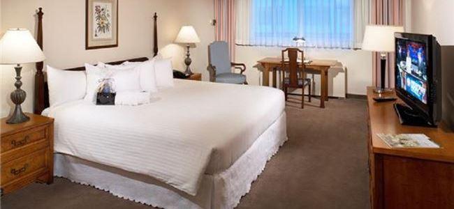 Standard King Room in State Plaza Hotel, Washington DC